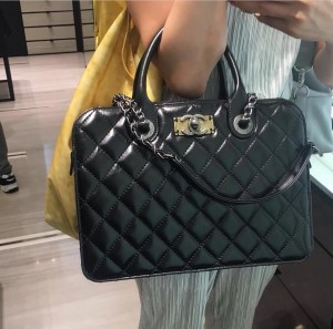chanel-quilted-tote-bag-with-vintage-cc-clasp-1